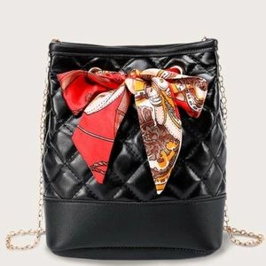 SHEIN Quilted Bucket Bag